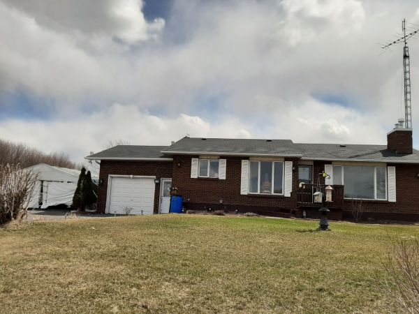2196 Concession 3, Alfred for sale